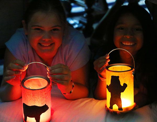 How to make camping lanterns with the kids - this is so cute!
