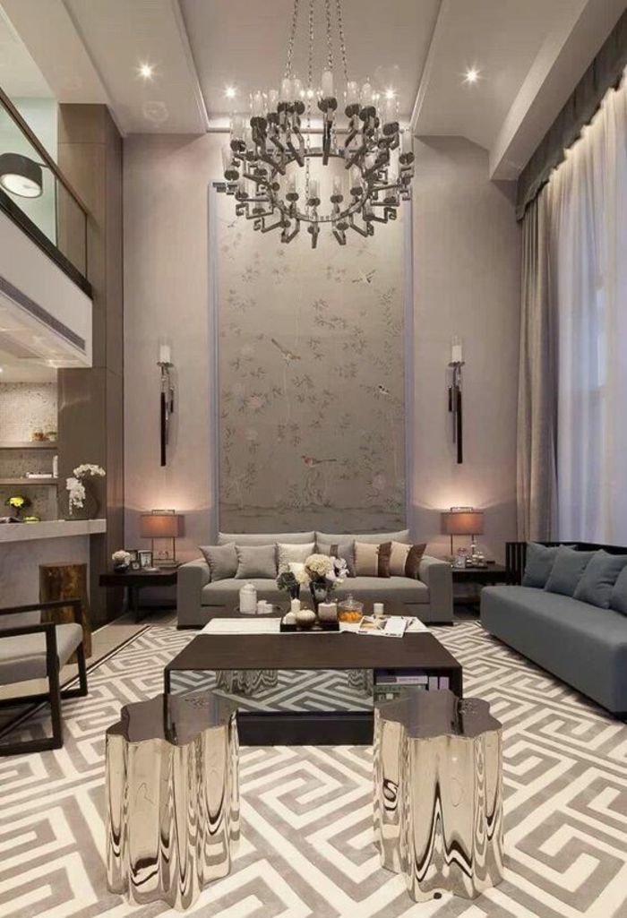 Salon Moderne De Luxe, Luminaire En Forme De Grand Bougeoir Rond, Murs En  Rose Pastel, Sol En Carrelage Avec Des Motifs Grecs, Table Avec Des Pieds  En Forme ...
