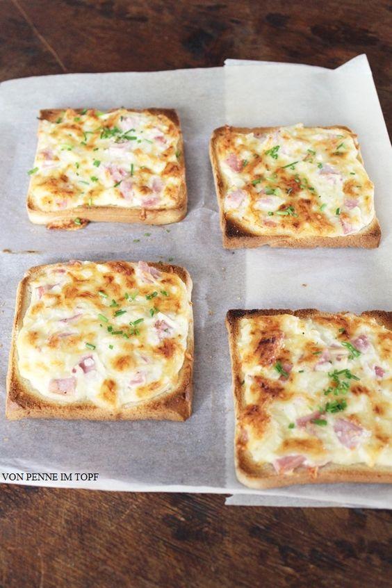 """Elsässer Flammkuchen einmal anders. Auf dem Blog """"Penne im Topf"""" haben wir eine witzige und schnelle Alternative gefunden: Flammkuchen-Toast."""