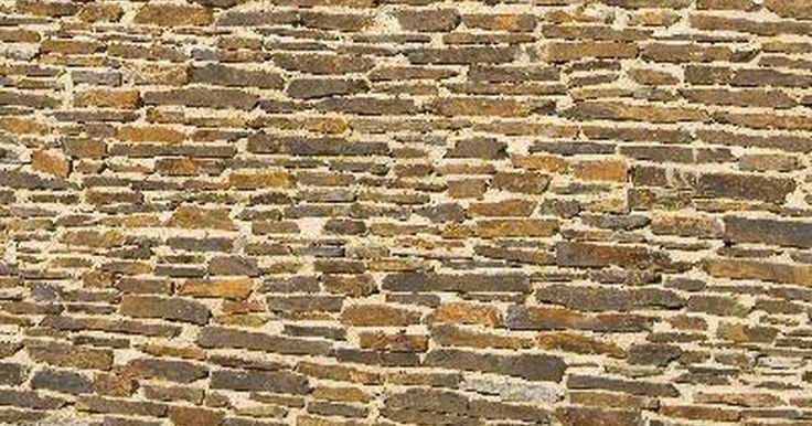 Cómo calcular la cantidad de materiales necesarios para hacer un muro de contención (estimaciones de jardinería). Cuando construyes un muro de contención, los jardineros que lo hacen ellos mismos, necesitan las estimaciones exactas sobre la cantidad de bloques de piedra, capas de piedras y grava necesaria para completar el proyecto. Conseguir esta estimación te ayudará a planificar el costo de los materiales y el trabajo para construir el muro de contención, ...