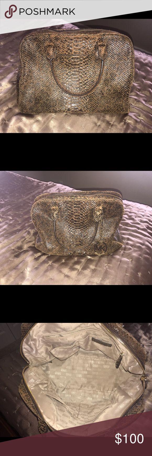 Michael Kors Bag. Gorgeous! 👜 Brown Michael Kors Bag. Mint condition. Smoke free and pet free home. Price negotiable..make an offer! 😊⭐️ KORS Michael Kors Bags Totes