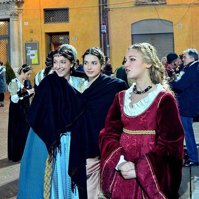 @patpat_47  Carnevale rinascimentale Ferrara Madonne...