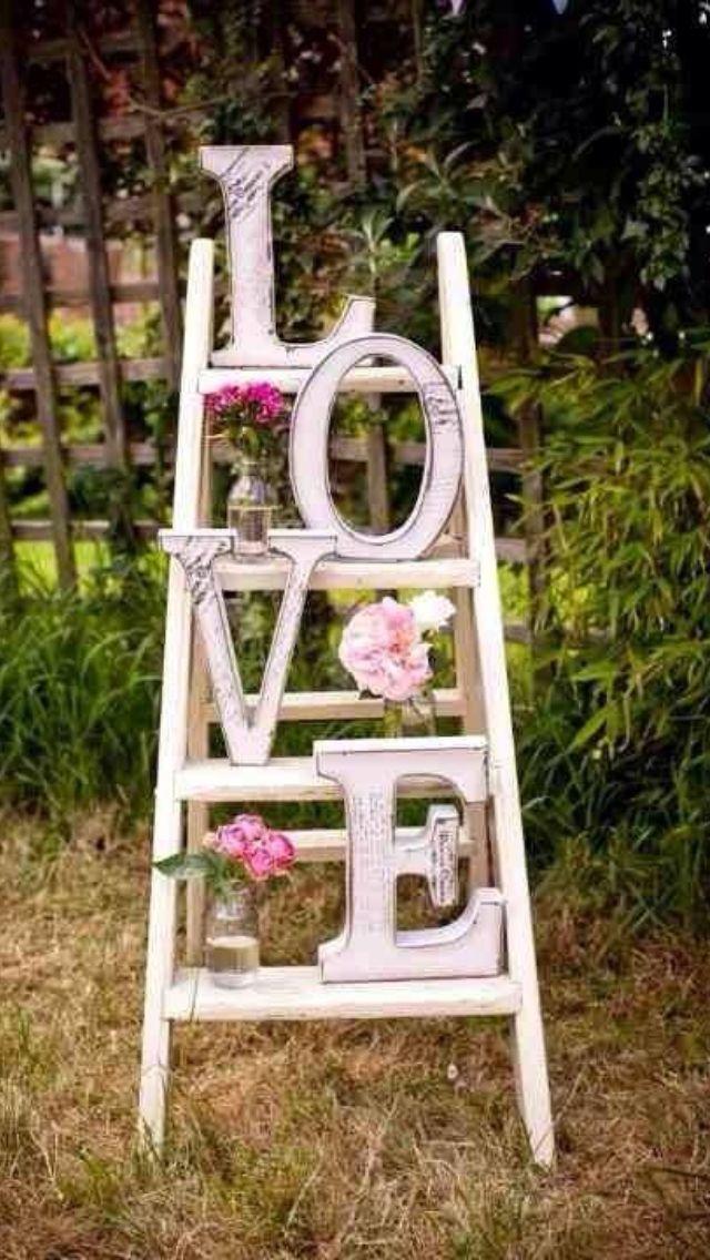 Vintage, rustic style wedding display - so beautiful