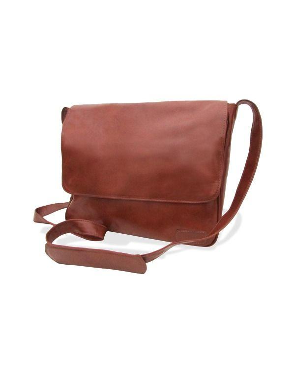 A Renné é uma bolsa carteiro de couro moderna,discreta e prática.Entre em nossa loja para conferir modelos de bolsas masculinas.