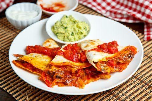 Chicken Fajita Quesadillas with Guacamole: Quesadillas Recipes, New Recipes, Yummy Recipes, Dinners, Quesadillas Yummy, Chicken Fajitas Quesadillas, Nom Nom, Drinks, Favorite Recipes
