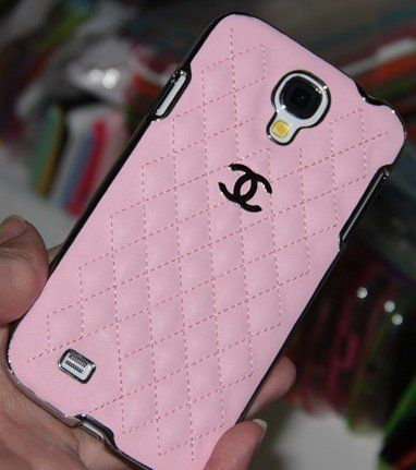 Designer inspired Chanel CC Leather hard back Case For Samsung Galaxy S4,Light pink with silver logo and frame,Luxury style and touch feeling, BUY one get one matched Free 3.5mm diamond Anti dust Ear Cap Plug,Shipping from California, http://www.amazon.com/dp/B00EN31ID8/ref=cm_sw_r_pi_awd_5i0rsb1KEBBSK