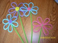 Pipe cleaner flowers - made these with my kids and put them in a vase for some homemade Easter decor...SO cute!