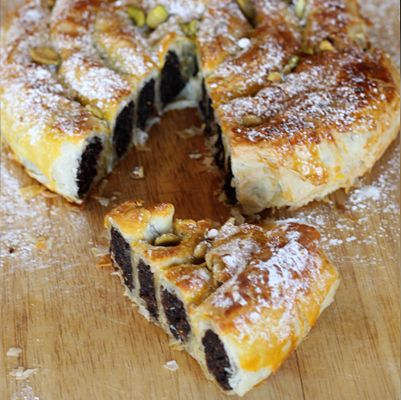 5.0 from 1 reviews Print M'hanncha – Moroccan Snake Pastry Author:New School of Cooking Serves:8  You will need a serving platter that is perfectly (or nearly) flat fo…