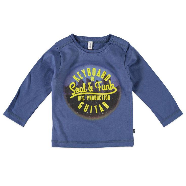 """Babyface T-shirt met ronde hals en lange mouw voor jongens in de kleur blauw. Dit tricot T-shirt van Babyface, uit de winter collectie, is gemaakt van 100% katoen. Verkrijgbaar in de maten 68 t/m 104 en bij de linkerschouder een drukknoopsluiting. Op de voorkant een grote verwassen print met de rubber tekst """"KEYBOARD GUITAR Soul & Funk"""". Dit Babyface model heeft bij de hals een rafel-effect."""
