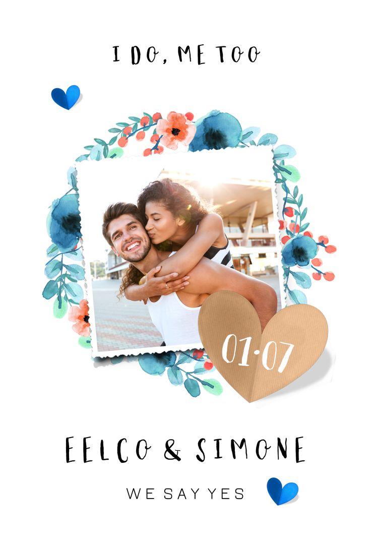 Romantische trouwkaart met bloemenkrans en polaroid