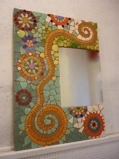 espejo de mosaico cerámico espejo material cerámico mosaico. Mosaic mirror frame with swirl and circle pattern looks great!