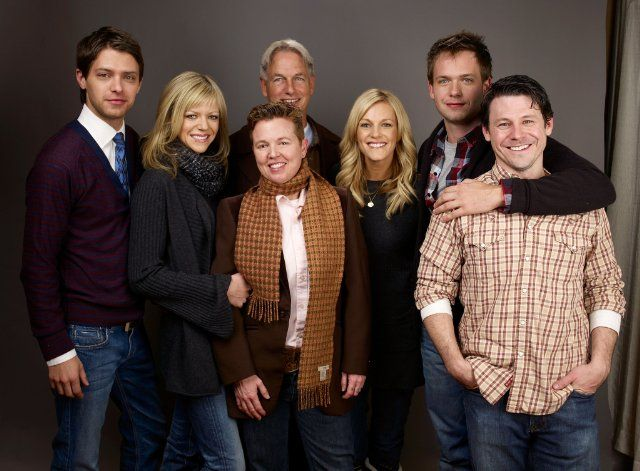 Mark Harmon, Patrick Adams, Tricia O'Kelley, Kaitlin Olson, Steak House, Blayne Weaver and Ryan Devlin at event of Weather Girl