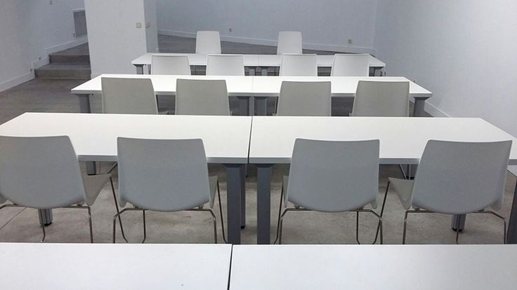La silla ARI, encargada de equipar las aulas de la escuela SUR del Círculo de Bellas Artes de #Madrid