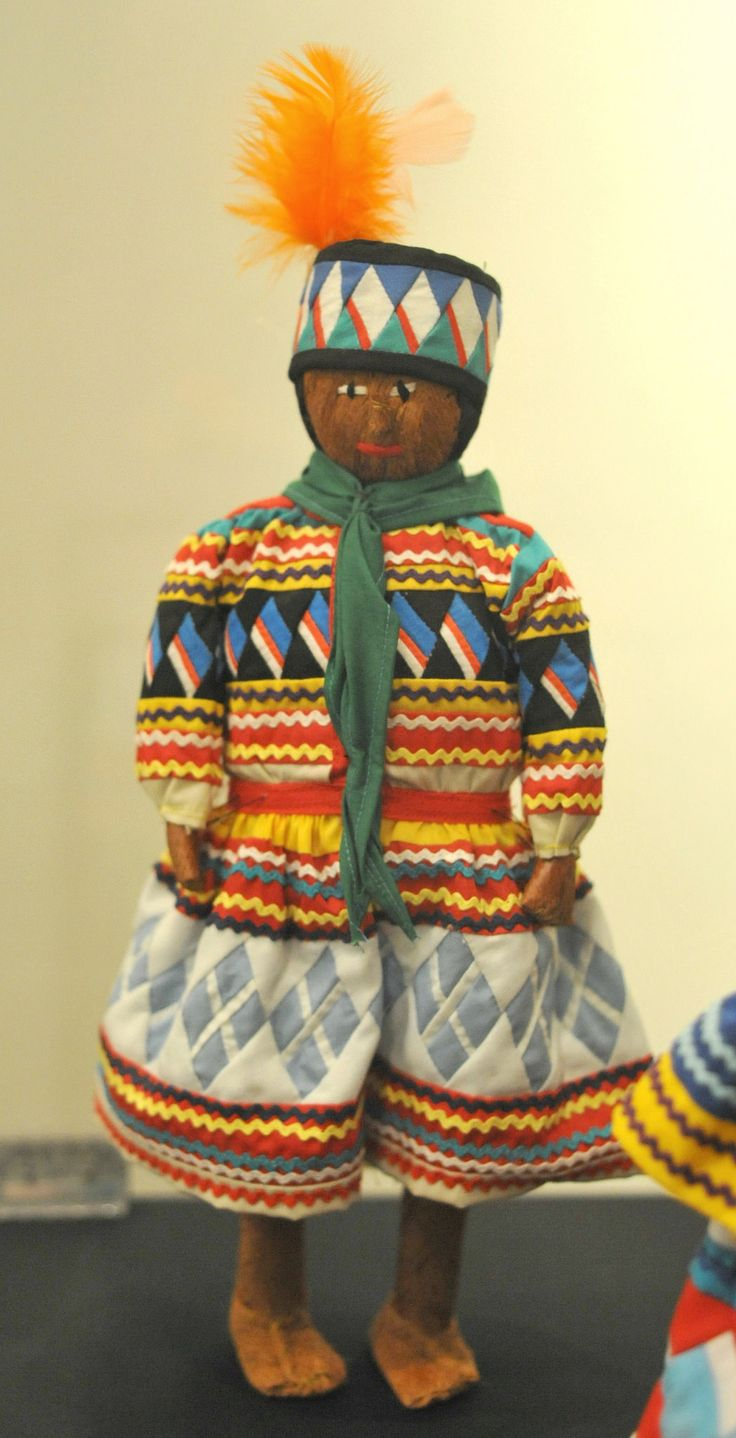 A charming male doll made from palmetto fiber and dressed in patchwork(Ah Tah Thi Ki Seminole NA Museum,Florida)