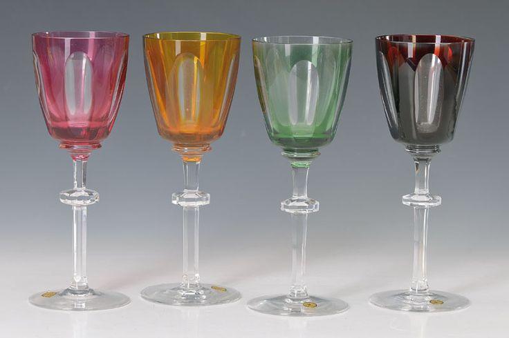 8 Weingläser, Josephinenhütte, 1930/40er Jahre, Kristallglas mit facettiertem Nodus, Kuppen überfangen: 3x dunkelrot, 3x grün, 1x rot, 1x gelb, H. je ca. 21cm  347,- €