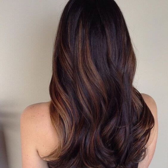 25 Best Hairstyle Ideas For Brown Hair With Highlights: Dark brown hair with thick caramel highlights