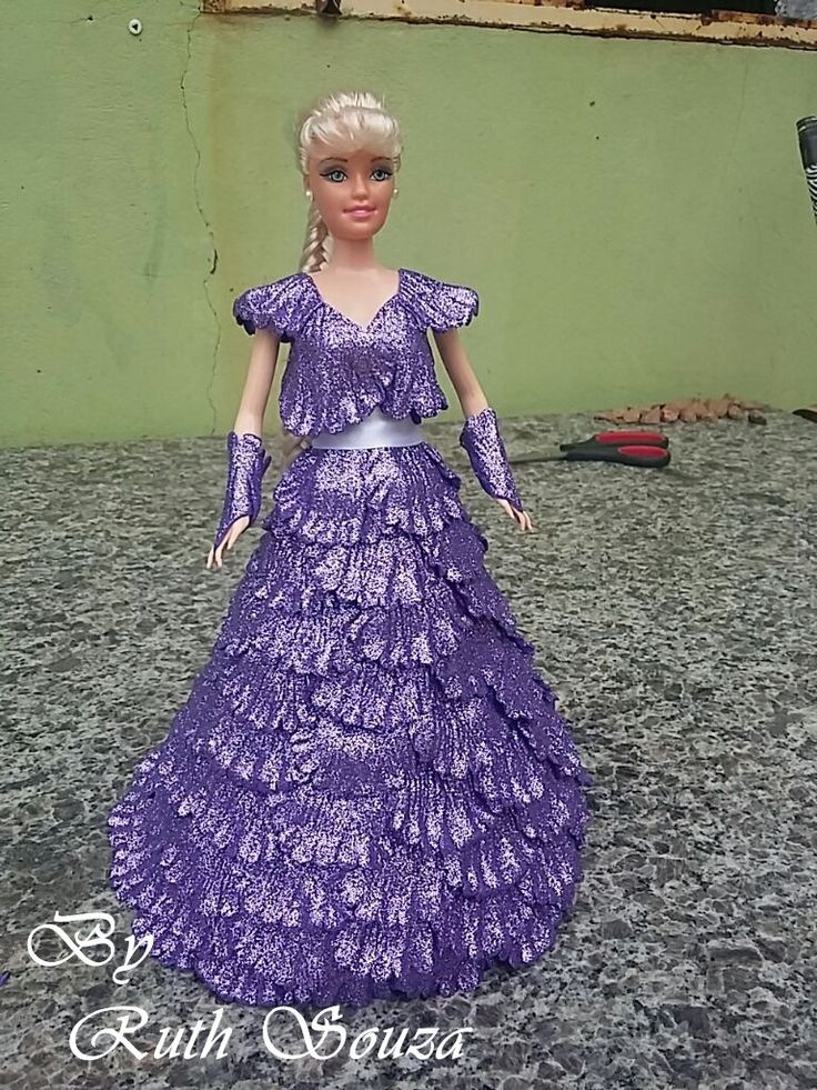 Boneca tipo Barbie com roupa de p�talas de flores em EVA, Fazemos noivas, princesas, a etc.