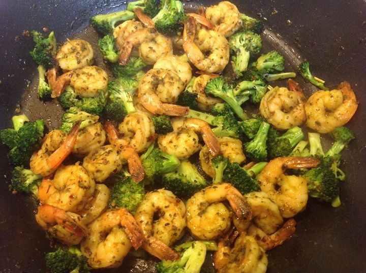 Here is a great way to use YIAH Thai Green Curry Dip Mix. I marinated prawns in a mixture of the Thai Green Curry and YIAH Asian EVOO. Stir fry broccoli flowerettes in Asian EVOO until crisp tender. Removed and then stir fried the prawns. Finally returned the broccoli and quickly mixed together with the prawns. Served on a bed of jasmine rice. We loved it! Quick easy and very tasty.    #yiah