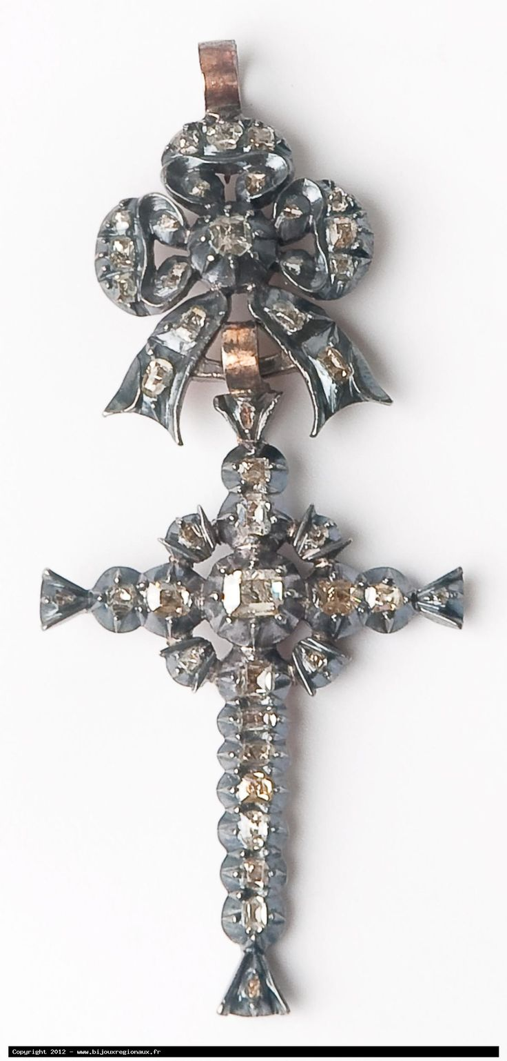"Regional cross from Arles, called ""Marie Antoinette"" , gold, silver and diamonds, circa 1840"
