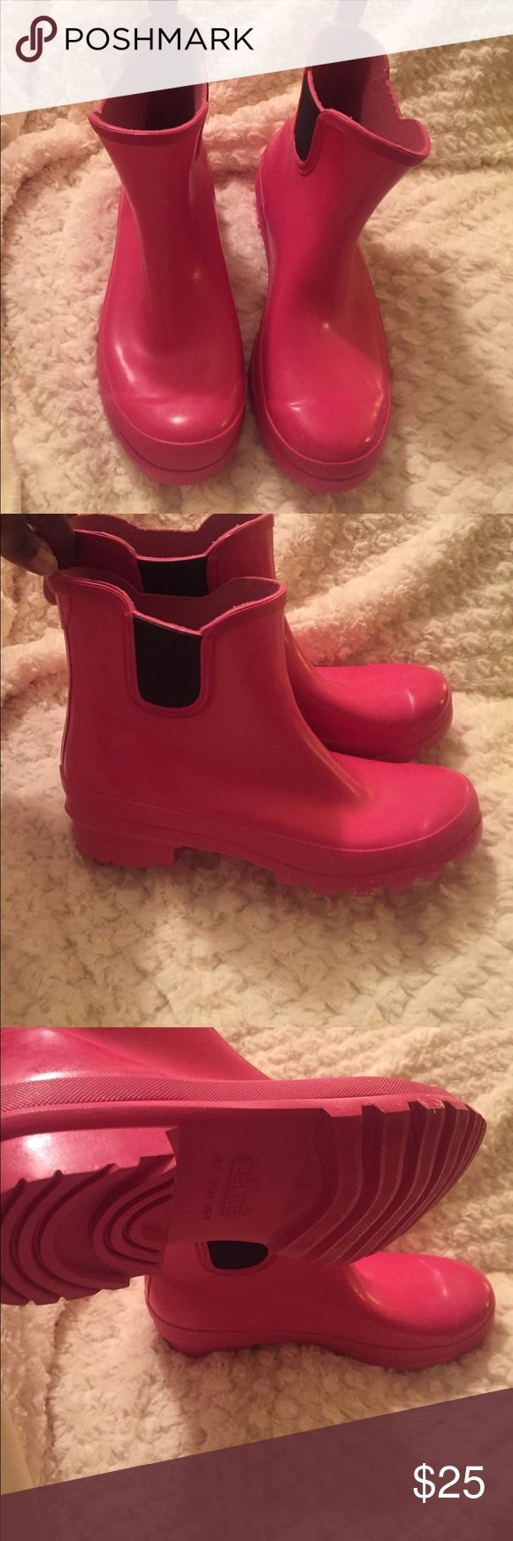 Hot Pink Polar Ankle Rain Boot Beautiful rain boot from Polar which are in excellent condition and never worn. Also has it in storage bag. Small elastic sides for entry ease and bottom grip soles for non slipping. Polar Boots Shoes Winter & Rain Boots