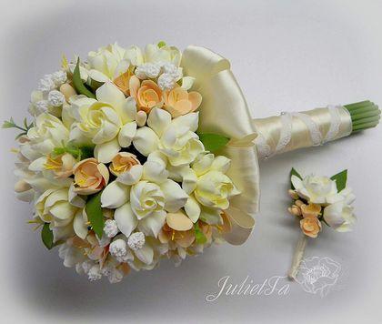 Свадебный комплект. Букет невесты и бутоньерка. Нежный букет из гардений и фрезии. Цветы слеплены вручную из самоотвердевающей полимерной глины.