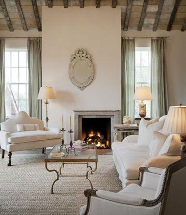 georgian style lake house sitting room interior design | Maestosità e simmetria, archi urne lanterne, travi di legno, pietra ...