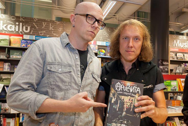 Apulanta - Kaikki Yhdestä pahasta Apulanta ja Ari Väntänen Kauppakeskus Hansassa Taiteiden yönä 14.8.2014.