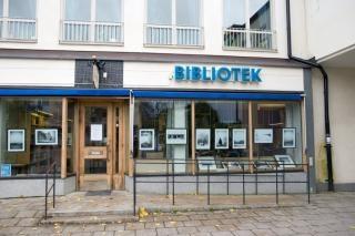 Bagarmossens bibliotek ligger i höghuset på Lagaplan i hjärtat av 50-talsförorten Bagarmossen. Barngrupper är alltid välkomna, även när biblioteket är stängt. Ring och boka tid! Vi har även utställningsmöjligheter för områdets förskolor/skolor, konstnärer och andra intresserade