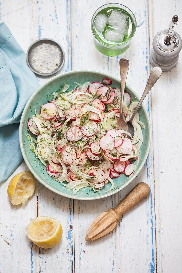 Fenouil, radis et citron Un savant mélange de douceur et de piquant pour une salade fraîche et stimulante pour la digestion. Se garde au frais quelques jours. Moi j'ajoute les zestes du citron et j'assaisonne d'huile d'olive. Ma salade préférée de l'été