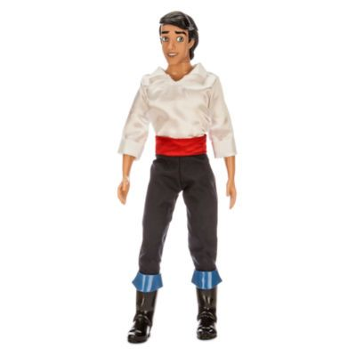 """Die klassische """"Prinz Eric""""-Puppe vereint bezaubernde Details mit authentischer Märchenmode. So wird im Kinderzimmer ein Traum wahr! Er ist Tag für Tag der perfekte Gefährte für fantasievolles Spielen."""