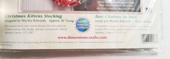 Se trata de un KIT de bordado (no punto de Cruz) Nuevo viejo Stock artículo (año 2006) - sellado en empaque original Principal material de costura es hilo de algodón Dimensiones kit de bordado de media de la Navidad # 9137 Navidad gatitos media - diseño de: Martha Edwards Tamaño aproximado 16 Long El kit contiene: Diseño de Color completo impreso en lona de malla #14 Hilo de bordar de algodón Hilado de lanas Fieltro Aguja Instrucciones con el alfabeto Medio ambiente de no fumadores. Por f...