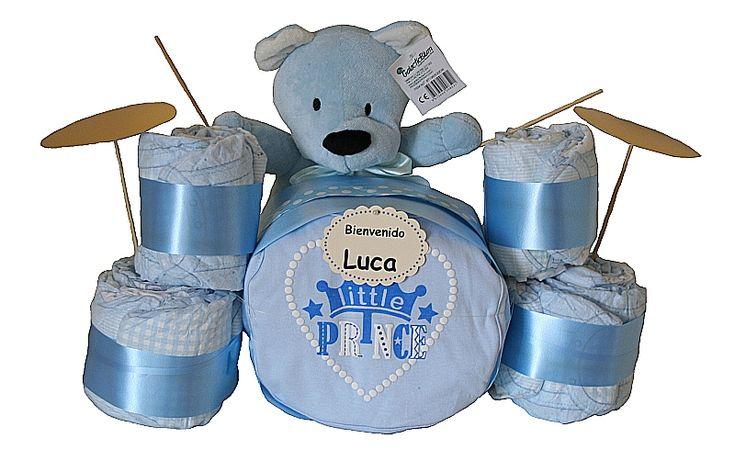 Si estas buscando un regalo original te encantará nuestra batería de pañales. Un regalo que combina practicidad y originalidad para sorprender a los papás y bebés más marchosos! Disponible en color azul o rosa, sólo 38.45€!! www.lacestitadelbebe.es