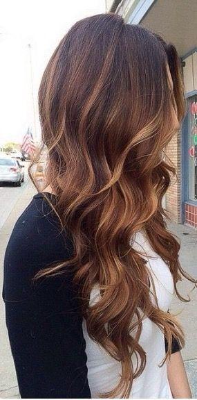 Diese Frisurbeispiele sind speziell für brünette Ladies! Wir zeigen Dir die schönsten Looks für lange braune Haare. Lass Dich von diesen wunderschönen Frisuren mit WOW-Effekt inspirieren. Welche ist Dein Favorit?