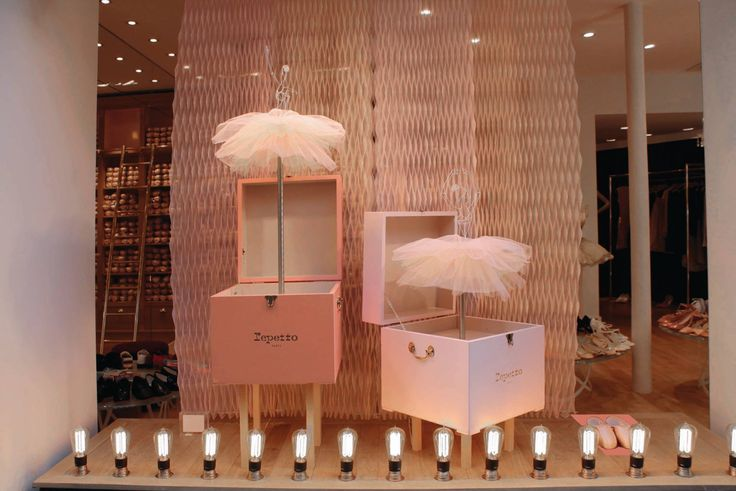 Repetto's window display - Music boxes