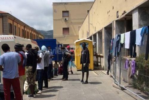 Cronaca: #Dovevano #arrivare #10 giovani donne  arrivano 21 migranti: casa devastata. Il calvario di... (link: http://ift.tt/2eK82bF )