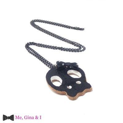 Black & white skull long pendant made of cork.