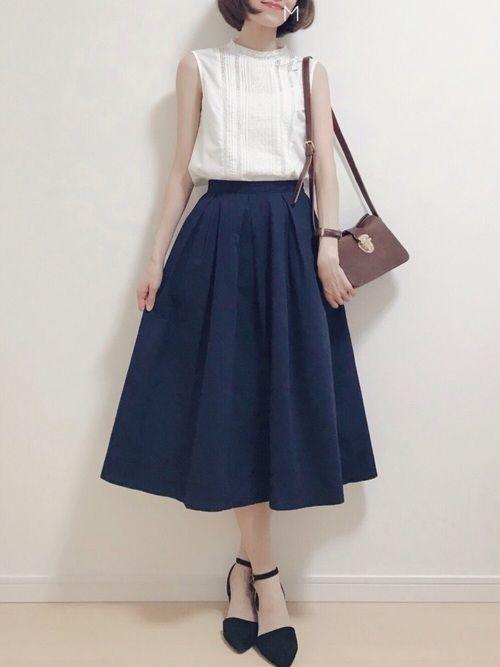 このトップスとデニム合わせたら 可愛いだろうな〜と思うつつ 安定のスカートです Inst