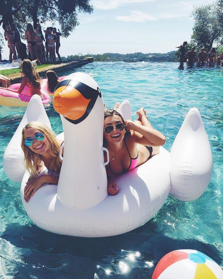 Nuncae cando de los flotadores gigantes son una pasada de diversión tanto en piscina como en mar