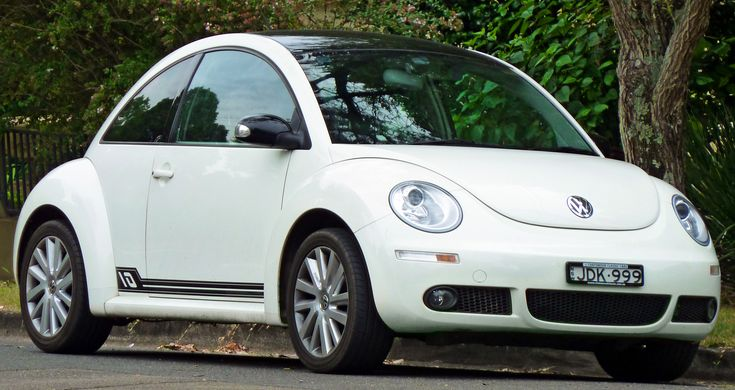 2008_Volkswagen_New_Beetle_(9C_MY08)_Anniversary_Edition_coupe_(2011-03-10)_01.jpg (3720×1974)