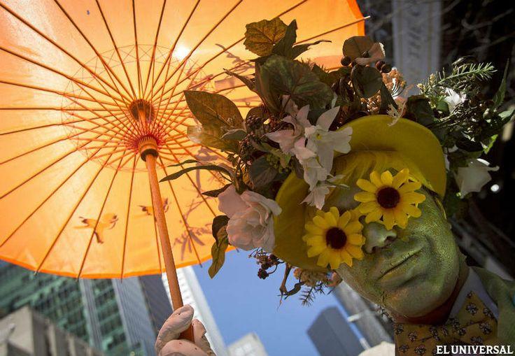Domingo de Pascua en la Quinta Avenida de Nueva York con un desfile informal y divertido.
