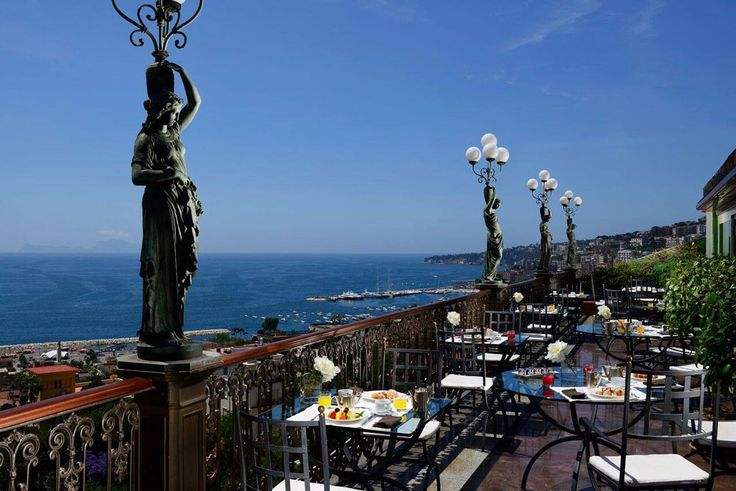 Il  Grand hotel Parkers di Napoli è l'hotel di lusso più antico della città, nato nel 1870.Da oggi la colazione diventa un momento davvero speciale con una bellissima vista sul golfo e anche con i nostri yogurt preparati esclusivamente con il latte dell'Appennino campano. Grazie @DoraSorrentino e @LucianoPignataro.  http://www.lucianopignataro.it/a/colazione-al-parkers/98699/