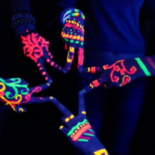 glow in the dark party...hmmm (;