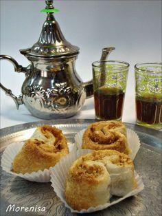 Hoy tomaremos unos dulces árabes.  F áciles de hacer, sus ingredientes son muy sencillos de conseguir.   Se trata de unos pastelitos de ...