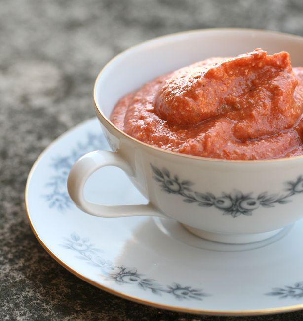 Pesto di pomodori arrostiti | http://www.ilpastonudo.it/cucina-tradizionale/pesto-di-pomodori-arrostiti/