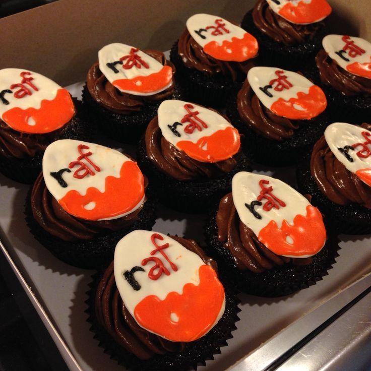 Haben Sie eine Kinder Surprise Cupcake-Topper aus Schoko-Schmelzen für den 5. G…