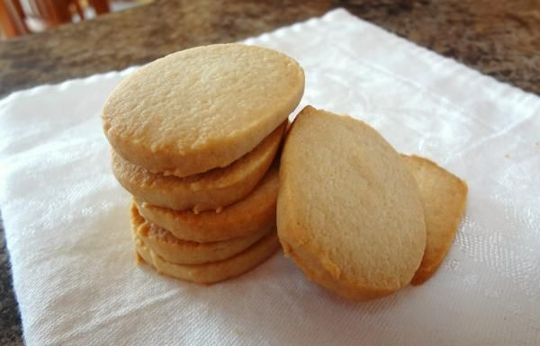 Aprenda a preparar cookie com farinha de arroz com esta excelente e fácil receita.  Procurando receitas de biscoitos sem glúten? No TudoReceitas.com procuramos...