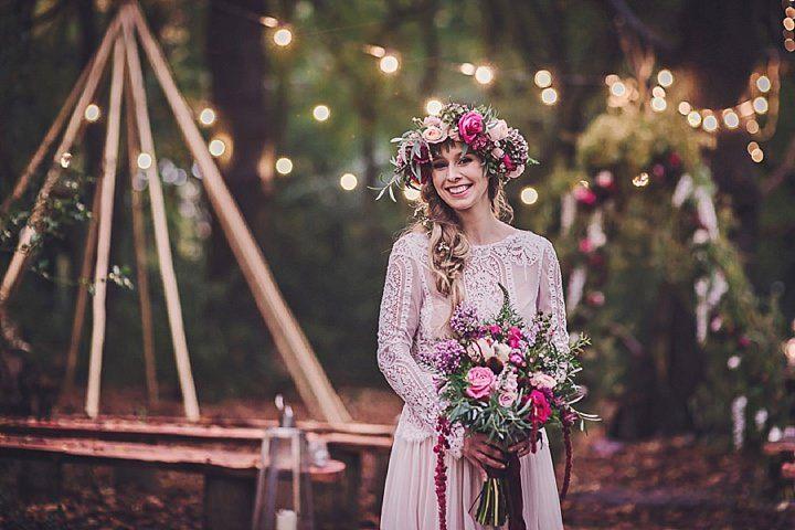 Bohemian wedding ideas -  floral crown and bridal bouquet #rusticweddinginspiration