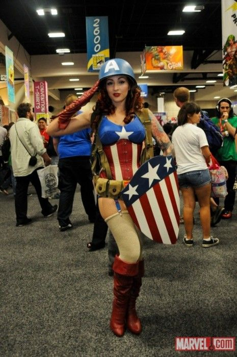 Absolutely fantastic female 1940s Captain America cosplayer at San Diego Comic-Con 2011. Photo by Judy Stephens. via omg-dj-judy:  1940's Female Captain America Costumer at #SDCC