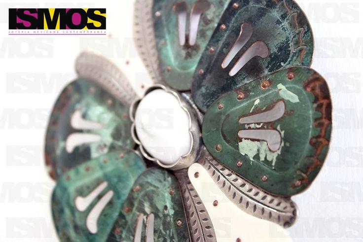 ISMOS Joyería: prendedor de plata, cobre y objetos encontrados // ISMOS Jewelry: silver and copper brooch with found objects