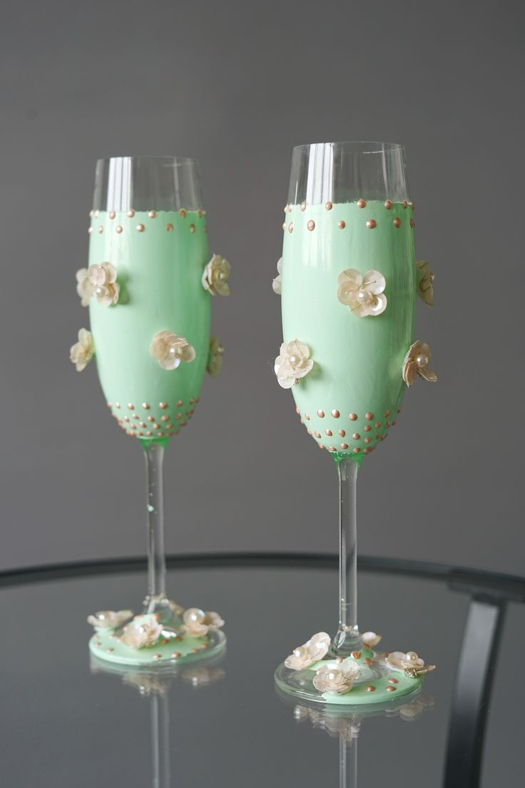 Set of Two Mint Wedding Glasses Precisely Hand-decorated, Wedding Toasting Glasses - Wedding Decoration - Handmade Wedding Favor